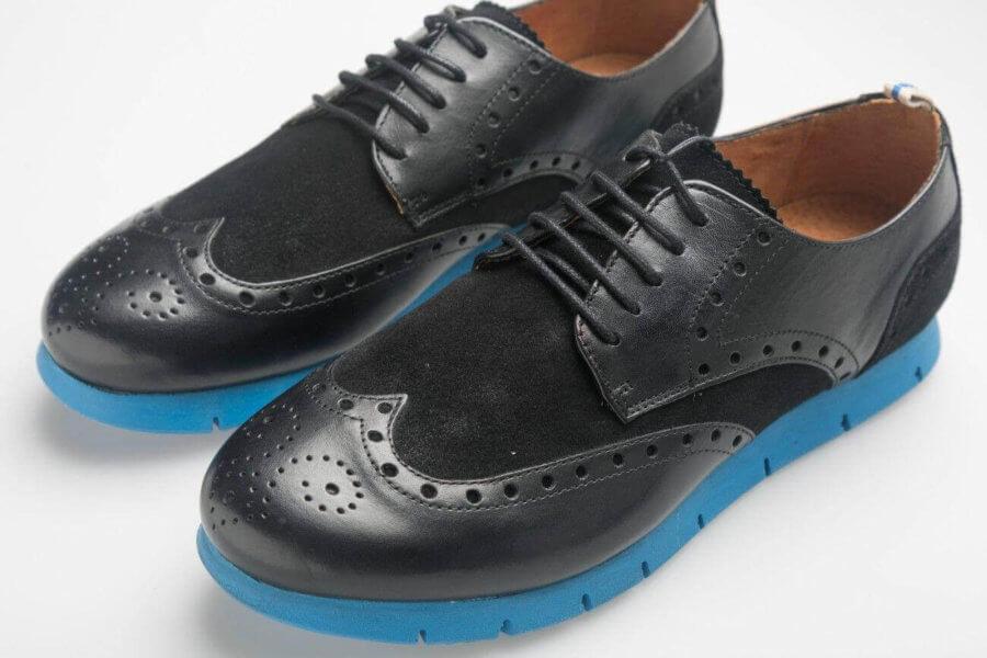 Zapato suela azul